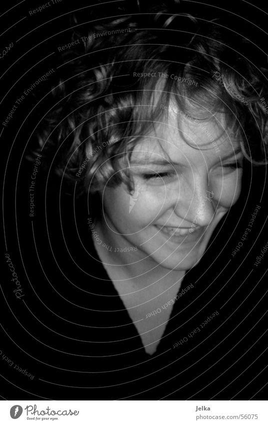 lach doch mal Haare & Frisuren Gesicht Nase Locken lachen grau Schwarzweißfoto Porträt Junge Frau Glück Zufriedenheit Lächeln 1 Kopf 13-18 Jahre Jugendliche