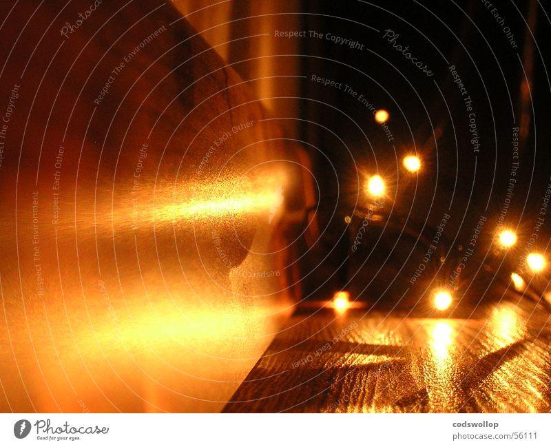 illumination hell Tanzfläche dunkel braun Reflexion & Spiegelung Perspektive Wohnzimmer Elektrisches Gerät Technik & Technologie Entertainment lights Kette