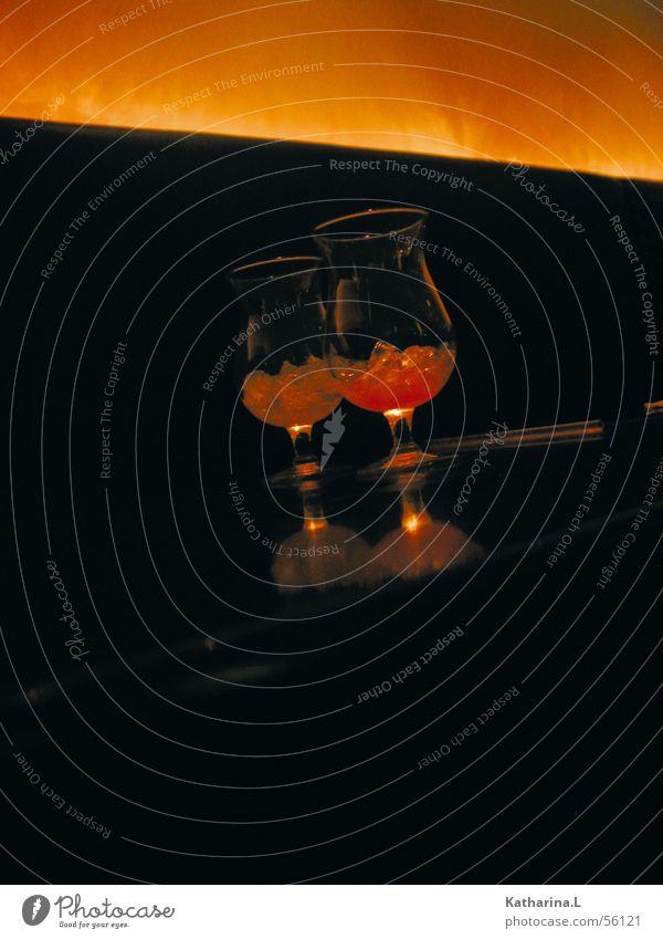 Berlin Drink dunkel Zusammensein orange Glas Cocktail Eiswürfel Getränk