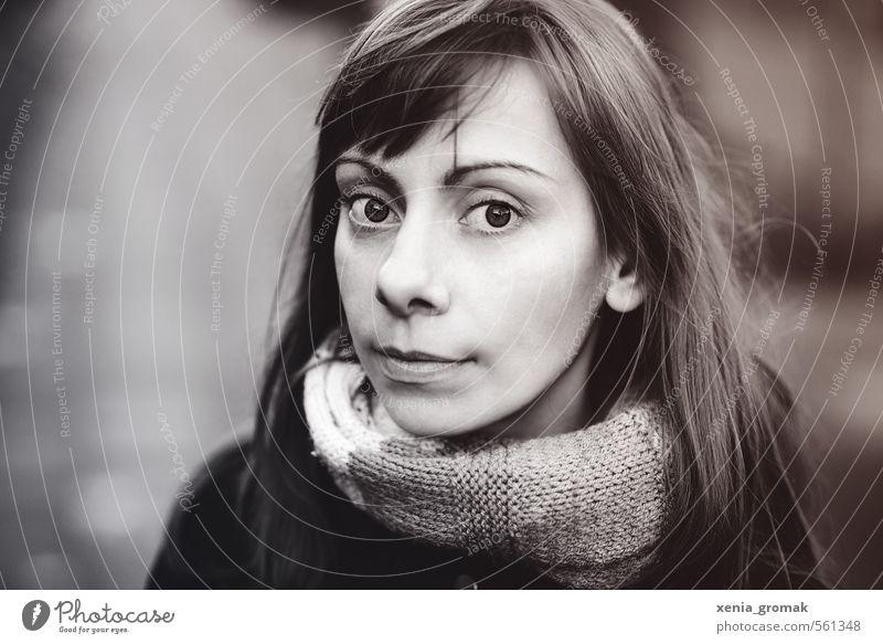 der Blick Mensch Frau Kind Jugendliche schön weiß Junge Frau ruhig Winter schwarz 18-30 Jahre Gesicht Erwachsene kalt Auge Leben