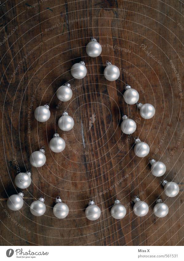Weihnachtszeit Dekoration & Verzierung Weihnachten & Advent glänzend Stimmung Weihnachtsdekoration Weihnachtsbaum Christbaumkugel Tanne Glaskugel Holzwand