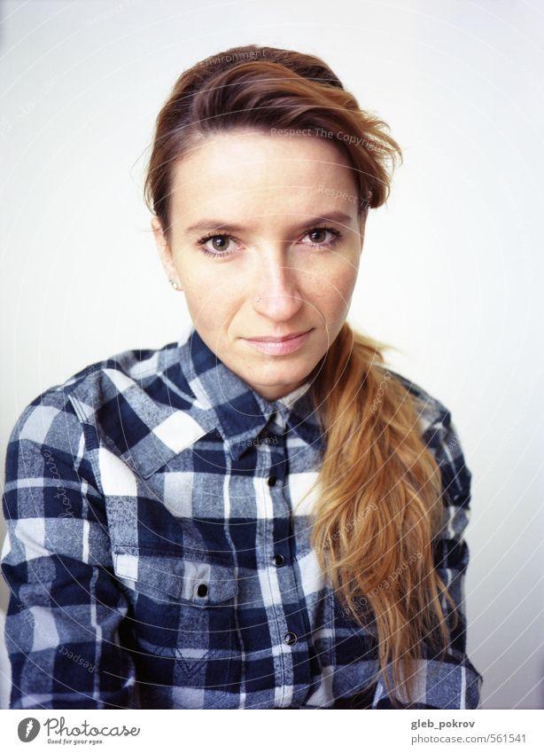 Dokument #Porträt feminin Junge Frau Jugendliche Erwachsene Kopf Haare & Frisuren Gesicht Frauenbrust 1 Mensch 18-30 Jahre Bekleidung Hemd rothaarig langhaarig
