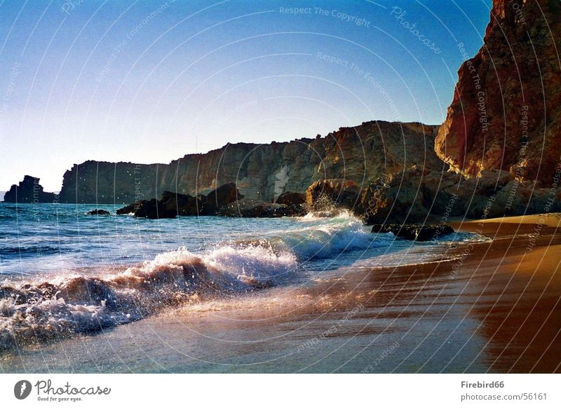 Strand von Sagres Meer Portugal Algarve Wellen Physik Felsen Sonne Wärme glänzend