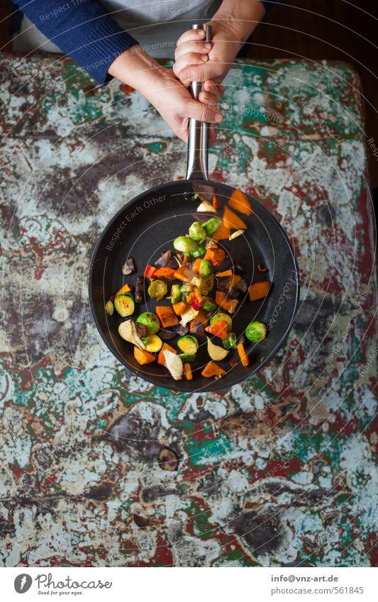 Flip3 Hand Lebensmittel Aktion Ernährung Tisch Kochen & Garen & Backen Küche Gemüse Bioprodukte drehen Abendessen Vegetarische Ernährung Braten Pfanne Slowfood