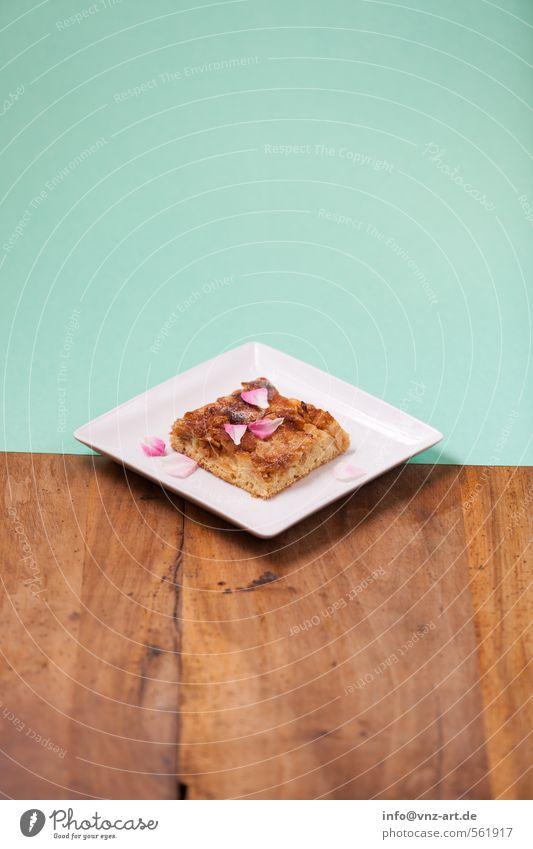 Schnitte Kuchen Ernährung schön süß türkis Holzbrett Tisch Farbstoff Papier Durchschnitt Blütenblatt streuselkuchen Teller zweiteilung Farbfoto Innenaufnahme