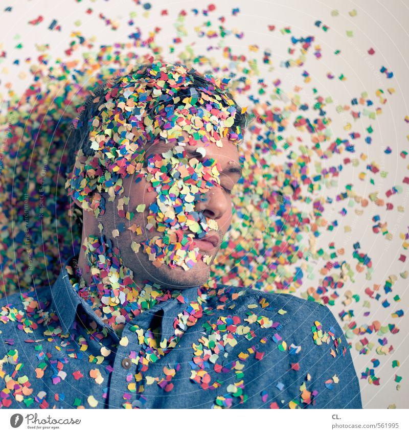 feierbiest Mensch Mann Erholung Freude Gesicht Erwachsene Feste & Feiern Kopf Party liegen Körper maskulin Raum Geburtstag Fröhlichkeit schlafen