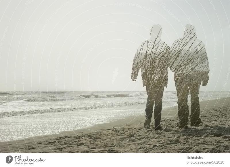 Einssein Mensch Paar Partner Erwachsene Senior Leben 2 45-60 Jahre 60 und älter Natur Landschaft Himmel Schönes Wetter Wellen Küste Strand Nordsee Ostsee Meer