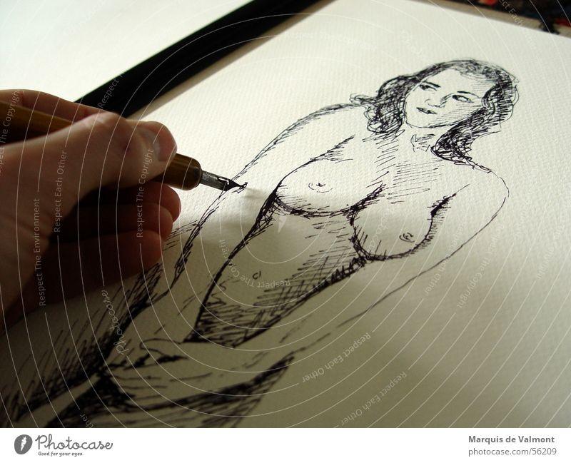 Brust oder Keule. Frau Erwachsene Frauenbrust Hand Bauch Kunst Künstler Gemälde Papier zeichnen Entwurf Tusche Weiblicher Akt Tinte Füllfederhalter Mappe