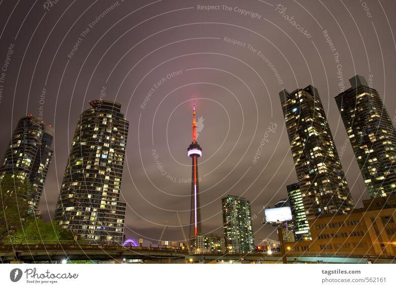 400 AND RISING Toronto CN Tower Hochhaus Stadt Kanada Amerika Nacht Dämmerung Stadtleben Wahrzeichen Fernsehturm Ferien & Urlaub & Reisen Reisefotografie