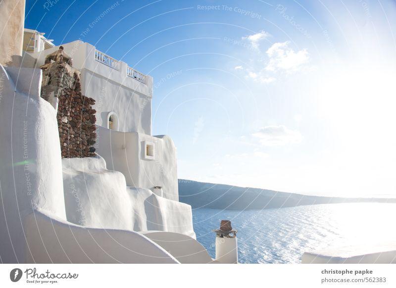 white friday Ferien & Urlaub & Reisen weiß Sommer Sonne Meer Ferne Wand Mauer Gebäude hell Fassade Treppe Häusliches Leben heiß Bauwerk Balkon