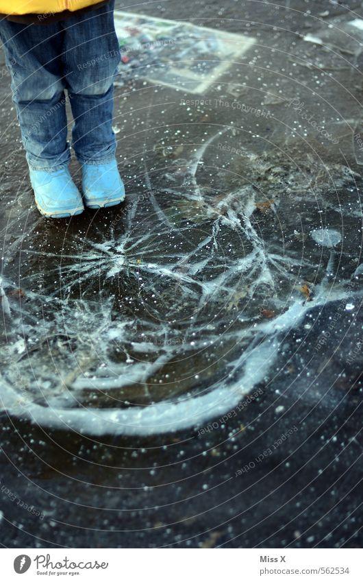 Knacks Mensch Kind Winter Schnee Küste Spielen See Beine Fuß Stimmung Eis Wetter Freizeit & Hobby Kindheit gefährlich kaputt