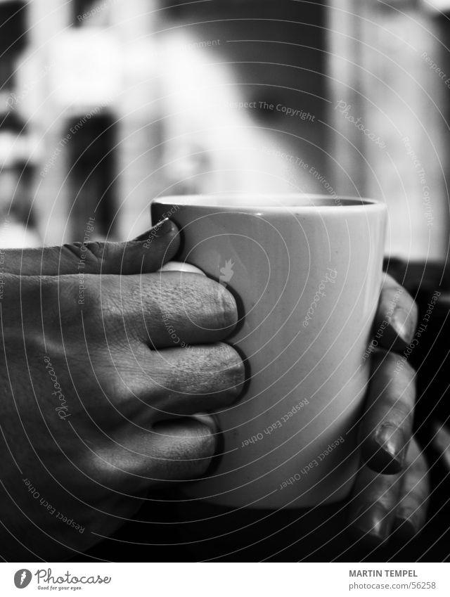 ...jetzt was heißes Schwarzweißfoto Nahaufnahme Schwache Tiefenschärfe Büffet Brunch Getränk trinken Heißgetränk Kakao Kaffee Tee Glühwein Tasse Becher