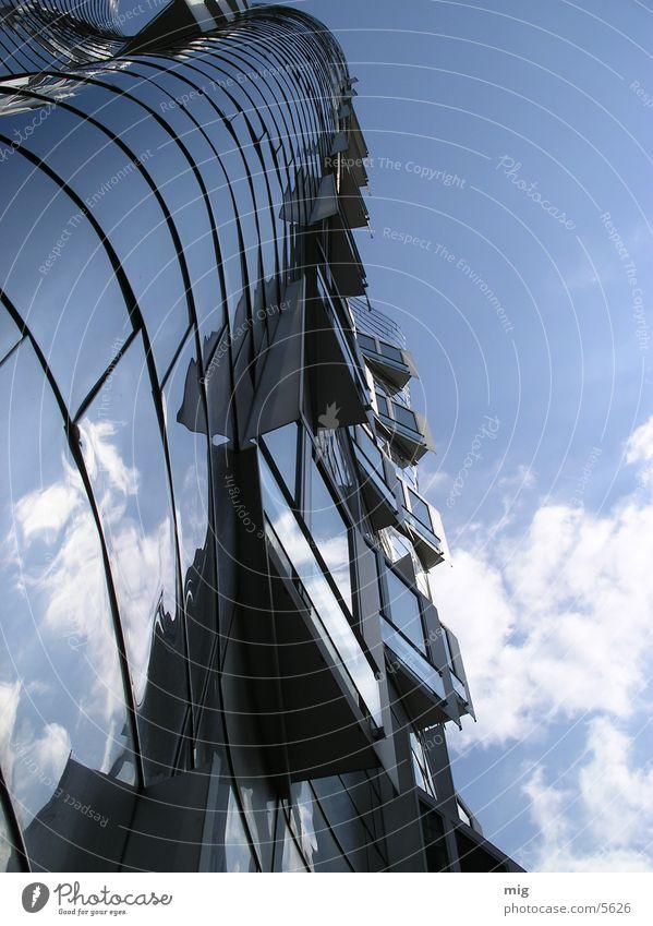 Ansichtssache Wolken Haus Reflexion & Spiegelung Aluminium Architektur Düsseldorf Medienhafen