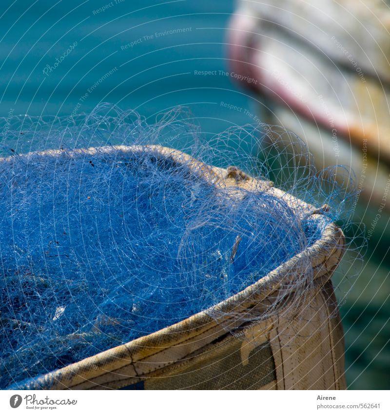 blues blau weiß Wasser Farbe leuchten Netzwerk Netz türkis Schifffahrt Handwerk Nostalgie anstrengen Fischereiwirtschaft Fischer Fischerboot fleißig
