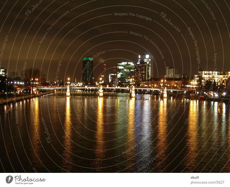 ffm by night 2 Frankfurt am Main Nacht Nachtaufnahme Licht Hochhaus Brücke Wasser Reflexion & Spiegelung