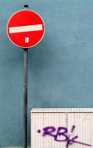 Sackgasse Straßenverkehr eng Außenaufnahme hier geht es nicht weiter Schilder & Markierungen Straßennamenschild Ende nix geht mehr schön bunt Deutschland