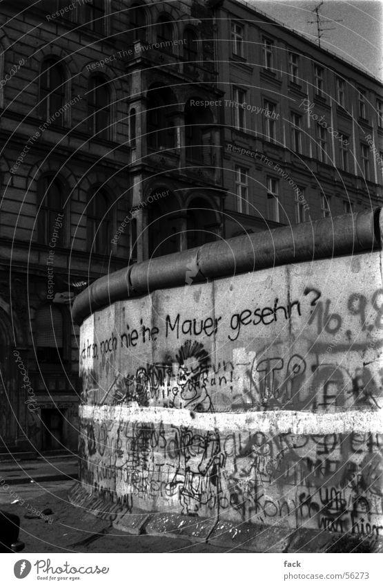 Noch nie ne Mauer gesehen Kreuzberg eng Unterdrückung Außenaufnahme mauer in west-berlin graffity innerdeutsche grenze 1986 vor grenzöffnung sprayers werk