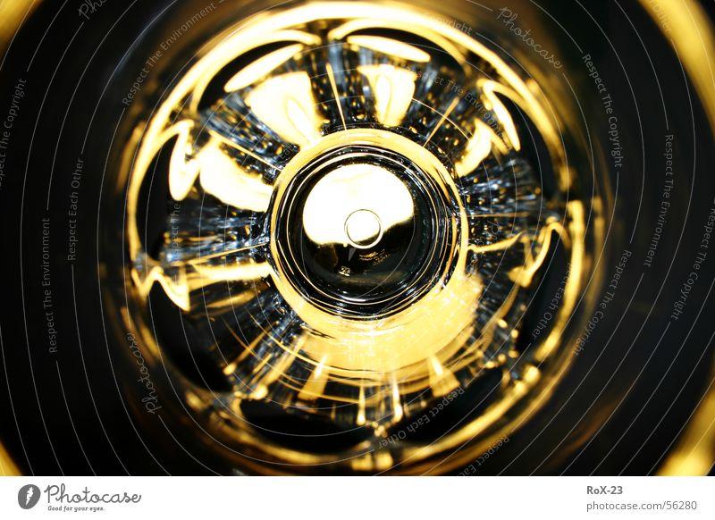 """""""Lichtscheibe"""" rund strahlend weiß Dinge gelb glänzend Spiegel Makroaufnahme Nahaufnahme Küche Glas durchsichtig hell Kreis reflektion Lichterscheinung"""
