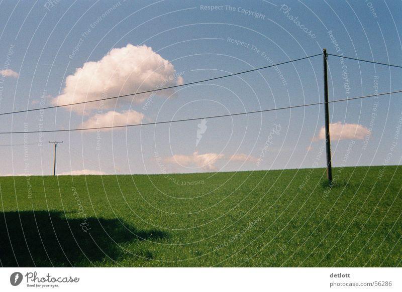 Wolkensprung Natur Himmel grün blau Sommer Ferien & Urlaub & Reisen ruhig Wolken Ferne Wiese Spielen Landschaft wandern Horizont Perspektive Elektrizität