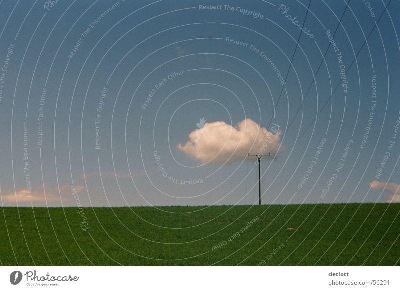 Wolkenkrücke2 Strommast grün sehr wenige Horizont Spielen Elektrizität Schönes Wetter Sommer ruhig Gras Wiese Panorama (Aussicht) Farbe Kommunizieren Himmel