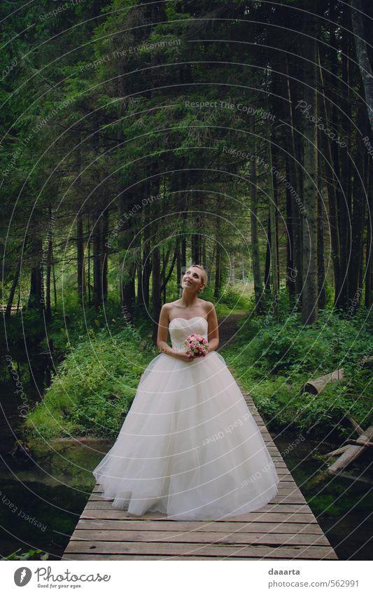 Mensch Frau Natur Jugendliche Sommer Junge Frau Baum Landschaft 18-30 Jahre Wald Erwachsene Umwelt Gras feminin elegant blond