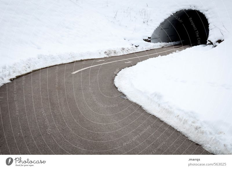 Hinein Natur Winter kalt Umwelt Schnee Wege & Pfade Verkehr Klima einfach fahren Ziel Verkehrswege Kurve Tunnel