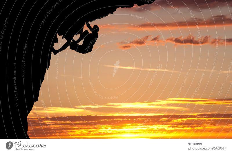 überhängen Mensch Himmel Ferien & Urlaub & Reisen Mann Sommer Landschaft Wolken Freude schwarz gelb Erwachsene Berge u. Gebirge Sport Freiheit Felsen Angst