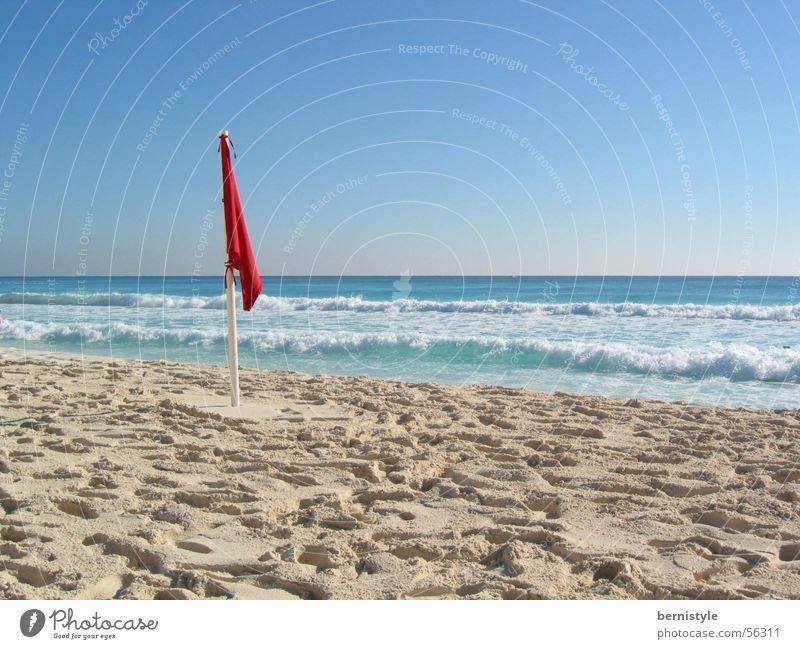 Beachfeeling Wasser Meer Sommer Strand Sand Fahne Klarheit Schönes Wetter Mexiko Cancun