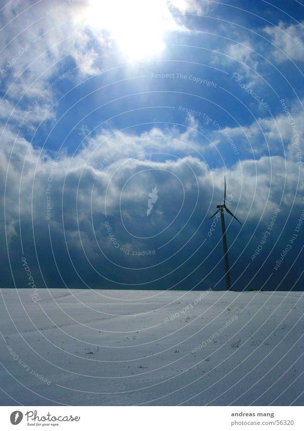 Windrad Himmel Sonne Winter Wolken Schnee Landschaft Feld Energiewirtschaft Elektrizität Windkraftanlage
