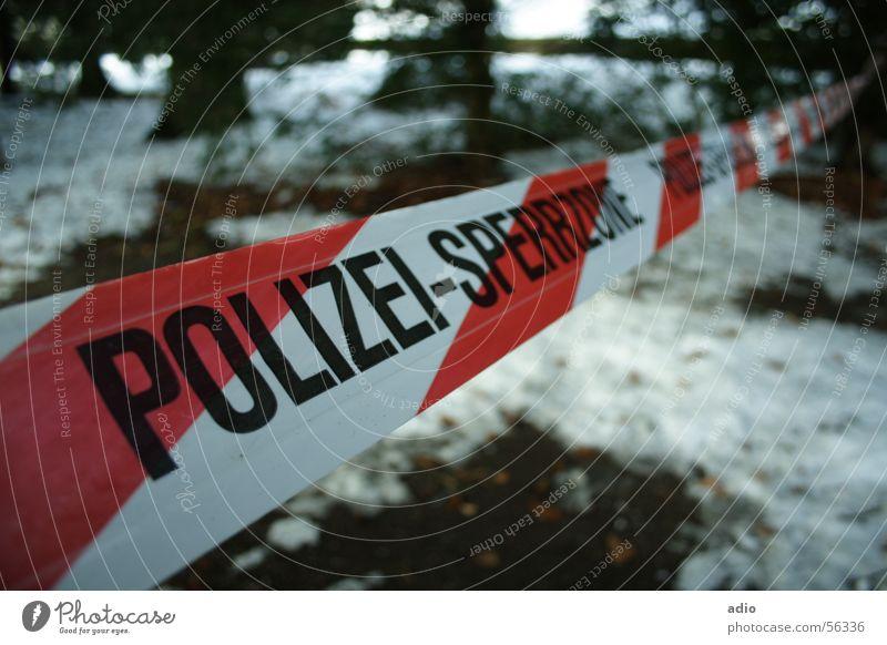 Tatort Sperrzone Wald Barriere Kriminalität Schnee