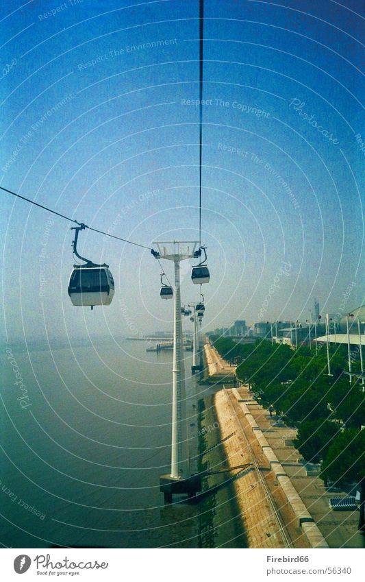 Seilbahn in Lissabon Portugal seilbahn. Weltausstellung 98