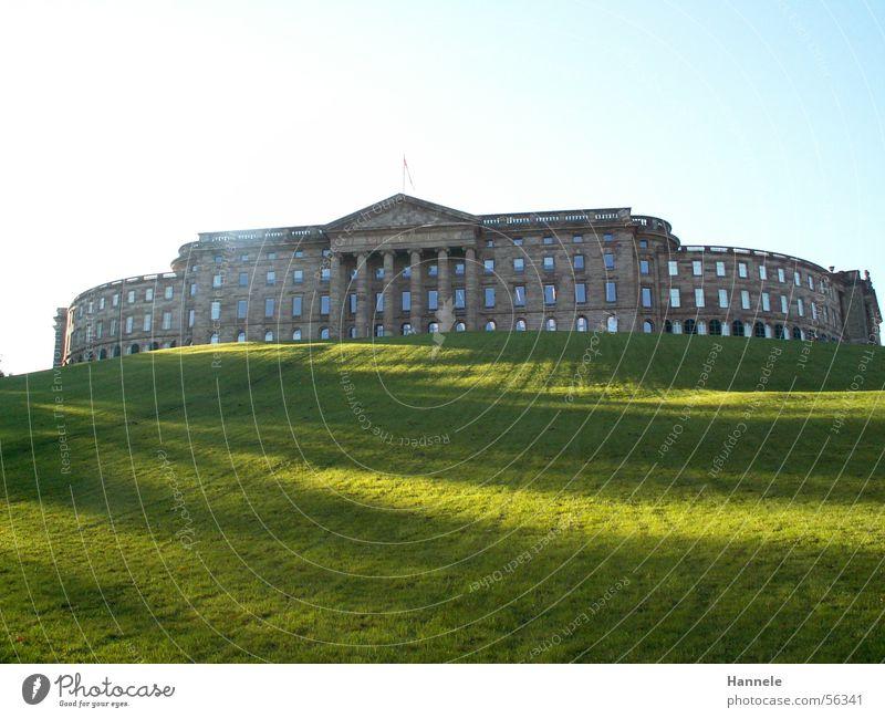 Majestätisch Himmel Sonne grün Wiese Park groß Aussicht Spaziergang Burg oder Schloss Hessen Kassel Herkules Bad Wilhelmshöhe