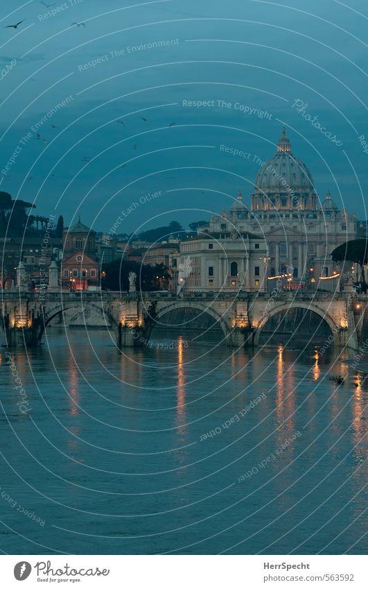 Blaue Stunde am Tiber Flussufer Rom Vatikan Italien Stadt Hauptstadt Stadtzentrum Altstadt Kirche Dom Brücke Gebäude Sehenswürdigkeit Wahrzeichen Denkmal
