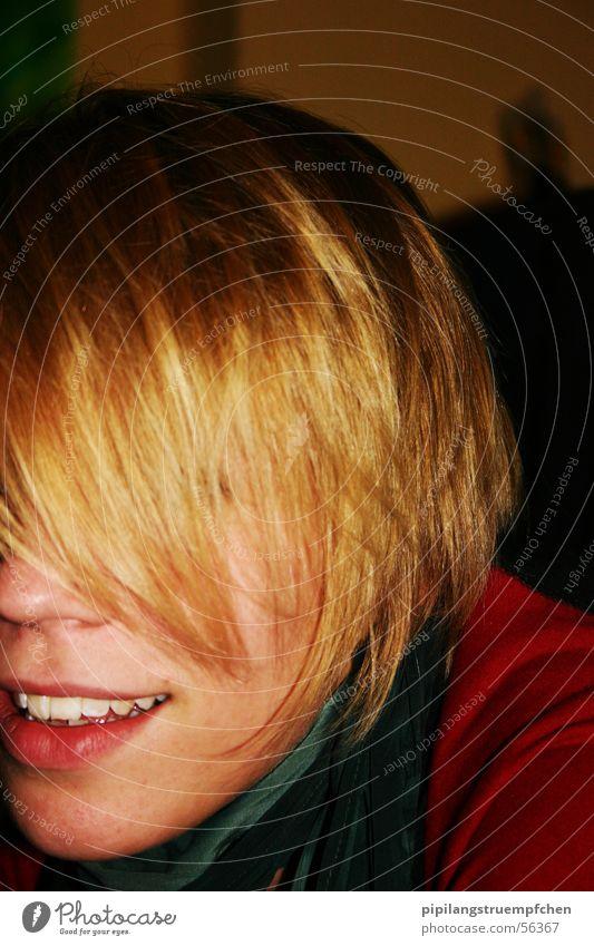 Do you really want to know who I am !? verdeckt Porträt unerkannt gold Haare & Frisuren Kontrast roter pulli rote lippen lachen verstecken
