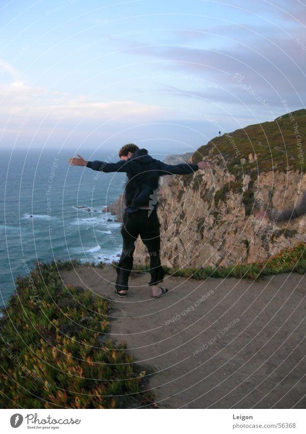 Vom Winde verweht Mann Meer Wind Portugal Klippe Kap