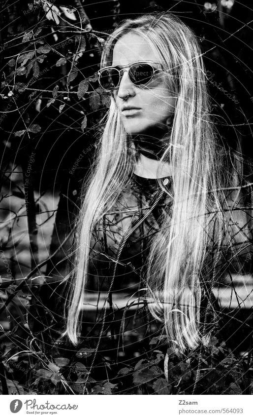 Dark Angel Lifestyle elegant Stil feminin Junge Frau Jugendliche 18-30 Jahre Erwachsene Landschaft Wasser Baum Sträucher Wald Mode Lederjacke Halsband