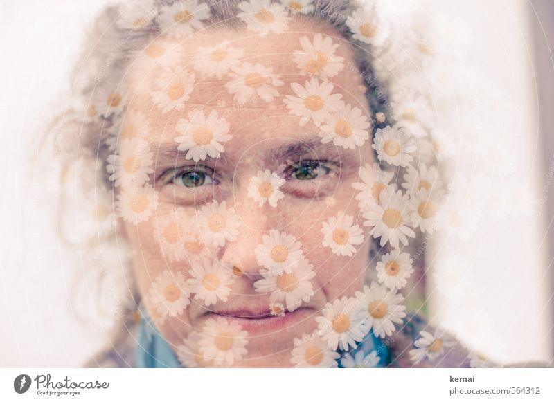 Mir ist ganz blümerant Mensch Frau Jugendliche Blume 18-30 Jahre Gesicht Erwachsene Auge Leben Gefühle feminin lustig Spielen Frühling Haare & Frisuren Glück