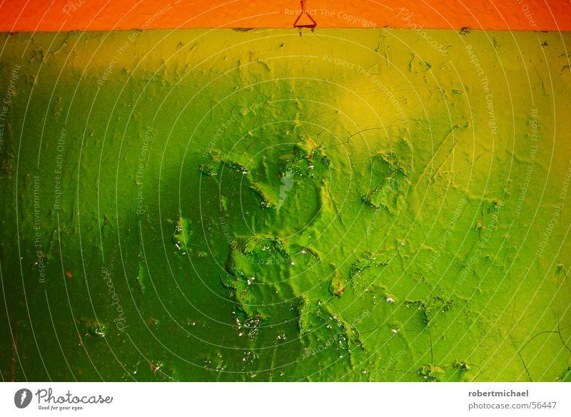im Louvre ... Gemälde Hügel Wölbung grün hellgrün gelb rot Holz Nagel Wand aufhängen Pastellton Farbton gesprüht sprühen Spray Muster gemalt gezeichnet Pinsel