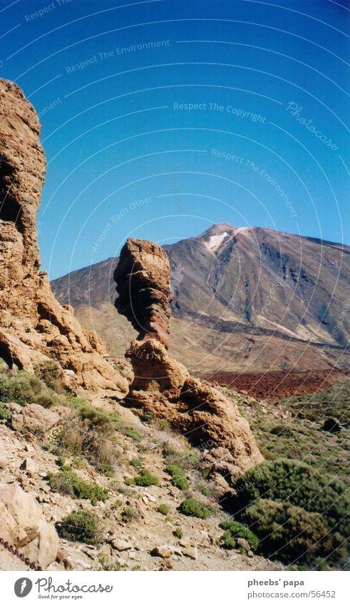 mondlandschaft Himmel grün blau Berge u. Gebirge braun Sträucher Bodenbelag Vulkan Teneriffa