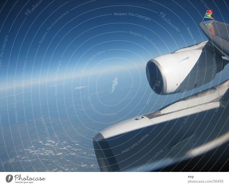 fliegen Flugzeug Verlauf Horizont Vogelperspektive Absturz Triebwerke blau Südafrika Aussicht Erde Himmel düsen Weltall erdkrümmung
