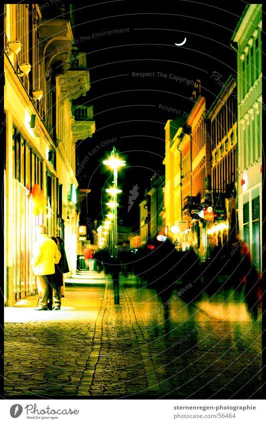 grün Stadt Haus Stadtzentrum Heidelberg Fußgängerzone Silhouette Laterne Halbmond Langzeitbelichtung anonym Eile Nachtleben Mond Himmel Mensch Schatten Bewegung