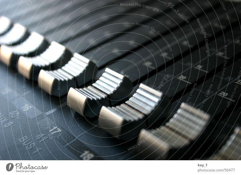 Fader-Parade Musik Niveau Medien Konzert Fotografie Werkstatt Radio Diskjockey Klang Digitalfotografie Kanal Musikmischpult fade Lautstärke Tonstudio HiFi