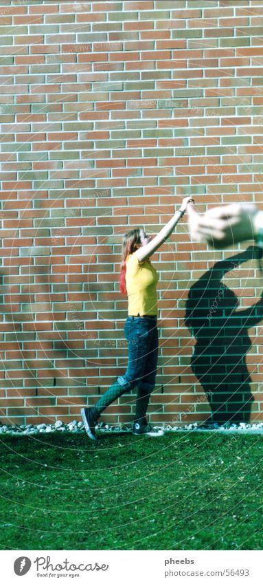 zwerg Frau Hand Sommer Wiese Wand Gras Mauer Rasen Schulunterricht Bildung