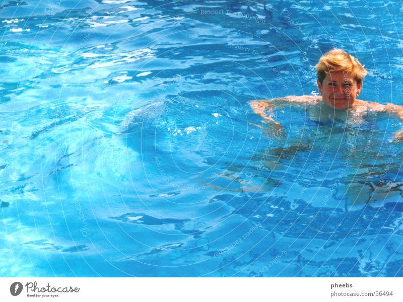 blaues wasser? Frau Wasser Sonne Ferien & Urlaub & Reisen Sommer Haare & Frisuren Wind Schwimmen & Baden Schwimmbad Hotel Bikini türkis