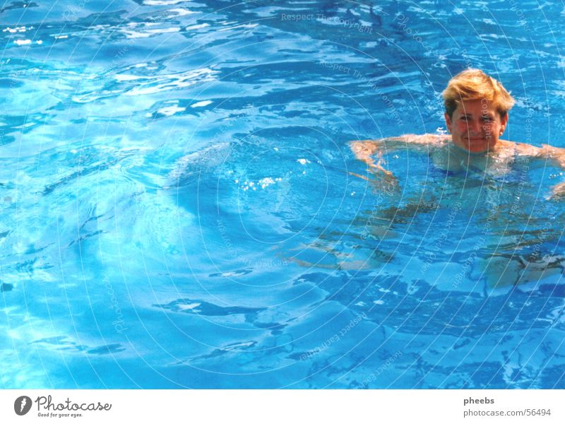 blaues wasser? Schwimmbad türkis Ferien & Urlaub & Reisen Sommer Hotel Bikini Frau Sonne Wasser Haare & Frisuren Wind Schwimmen & Baden