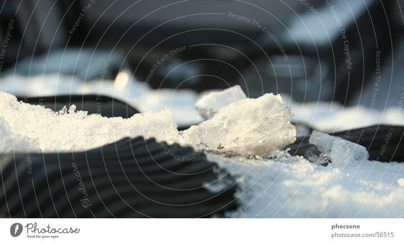 Snow On Rooftop Dach Dachziegel schwarz weiß Winter kalt Schnellzug Schnee Eis rooftop rooftile black white snow wintriness