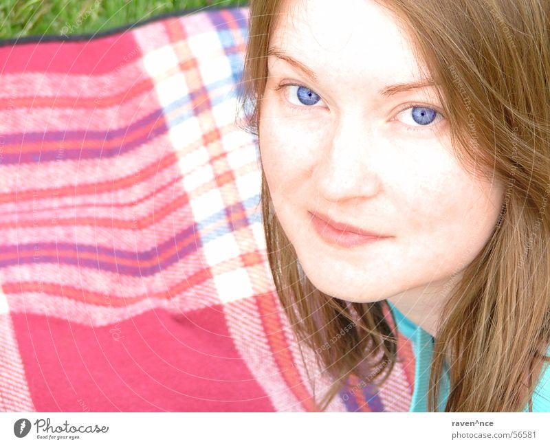 Blue eyed... Frau blau Gesicht Auge feminin Gras Haare & Frisuren Mund Decke kariert Überbelichtung