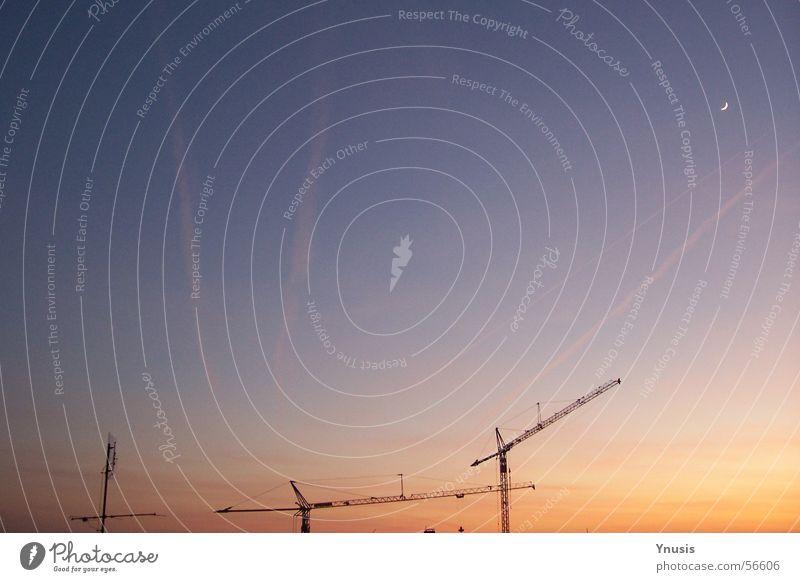 Feierabend Kran Sonnenuntergang Kondensstreifen Baustelle Arbeit & Erwerbstätigkeit Abend