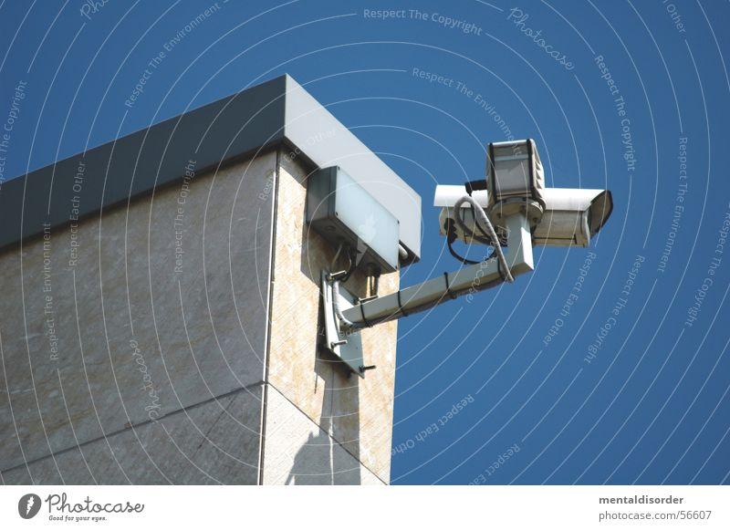 observation I beobachten Überwachung spionieren Sicherheit Publikum Nachbar Überwachungskamera Blick Fotokamera gebaude Klarheit Glas obsevierung big brother