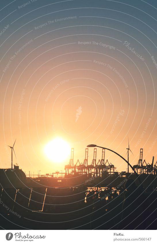 Abendstimmung in Hamburg Himmel blau Stadt Sonne schwarz Wärme Herbst Stimmung orange leuchten Schönes Wetter Urelemente Hamburg Hafen Wolkenloser Himmel Schifffahrt